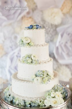 Cake by Alice Chow Cakes, Photo by Taylor Square Photography